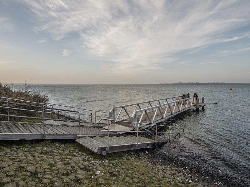 John Bakker memorial (mossel) duik @ Nieuwe Kerkweg | Oostvoorne | Zuid-Holland | Nederland