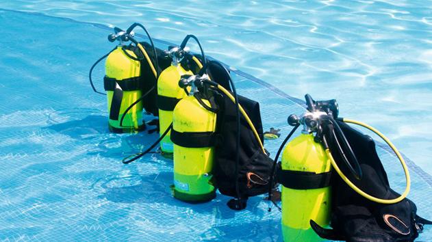 duikflessen_in_zwembad