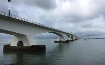 In beeld: Zo werd de Zeelandbrug gebouwd