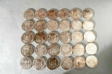 Spaanse realen uit 1736 die in de Rooswijk zijn gevonden. Foto: RCE
