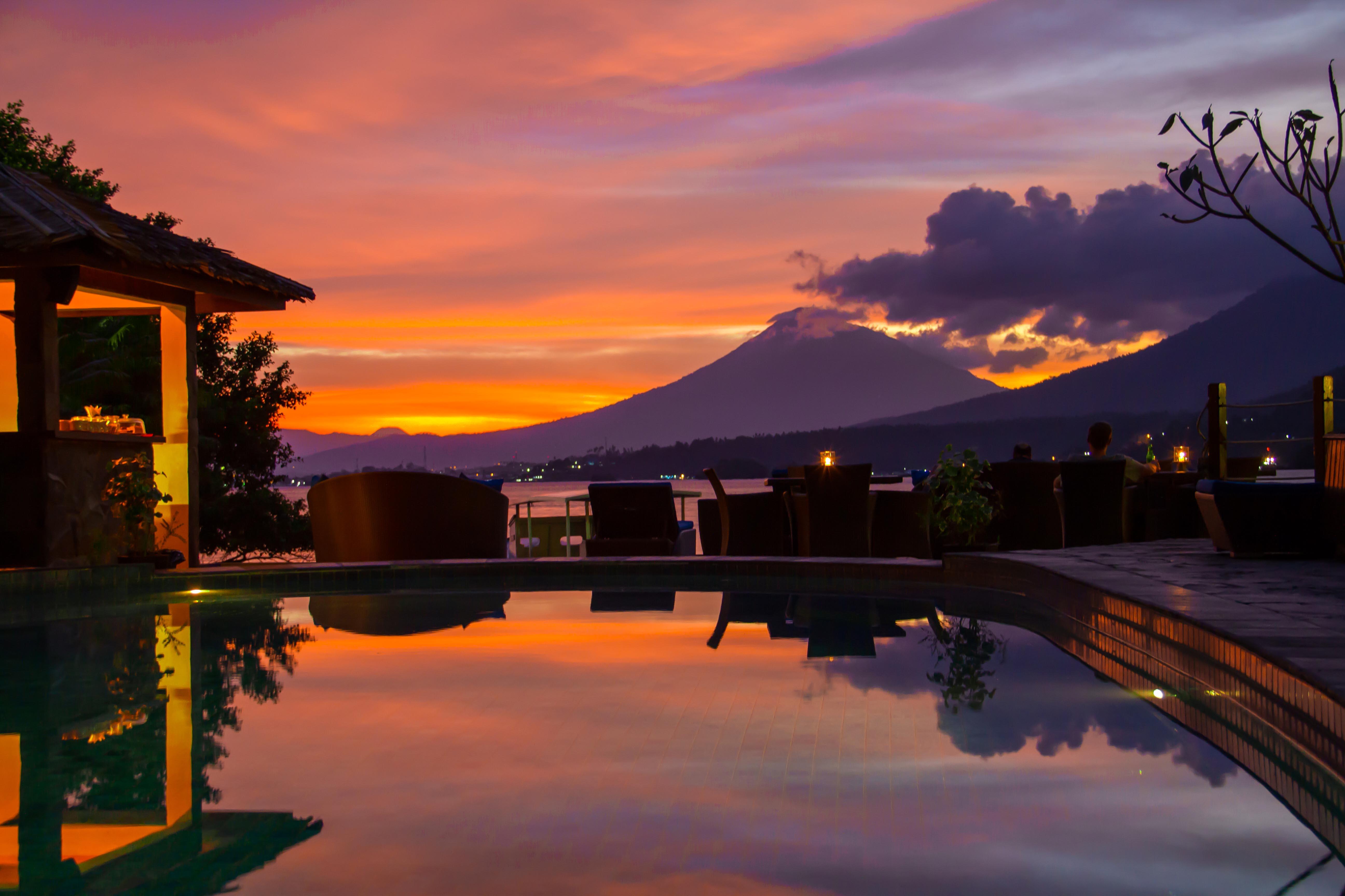 3. Zonsondegang Lembeh Resort