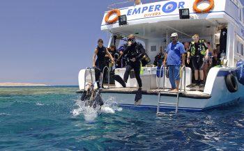 Cursisten én ervaren duikers samen aan boord bij Emperor Divers Egypte
