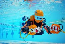 Duikende robot verkent scheepswrak