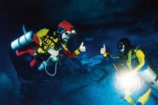 Zij gaan naar Amazing Caves
