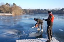 Mooie duik onder het ijs