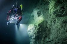 's Werelds diepste onderwatergrot gevonden in Tsjechië