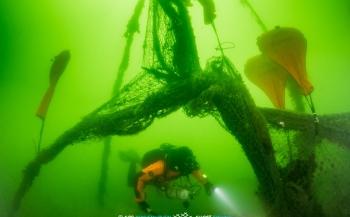 Ghost Fishing-duikers halen spooknetten uit Oostzee