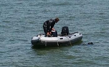 Defensieduikers doorzoeken Rotterdamse haven
