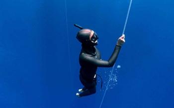 Wat is een vrije val bij freediven?