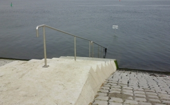 Nieuwe parkeerplaats en trap voor Sint Annaland