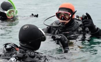 Japanner zoekt vijf jaar na Fukushima-ramp in zee naar zijn vrouw