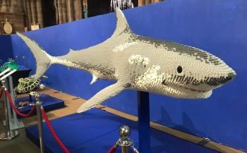 Zeedieren van Lego in een kerk
