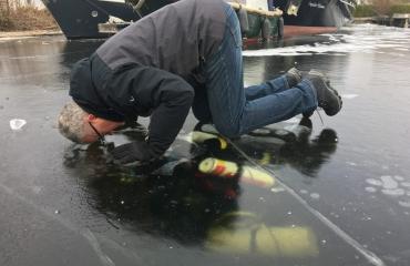 Rob Idema - IJsduik bij Airdiving in Vinkeveen