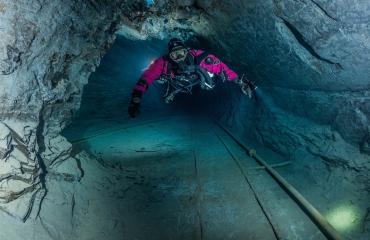Brenda de Vries - Dagje duiken in een leisteenmijn