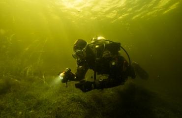 Duiker in Vinkeveen met Sealife Sea Dragon 2100. Foto: Cees Kassenberg