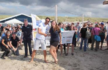 Caribische schoonmaakestafette ruimt zwerfvuil langs stranden in hele koninkrijk op