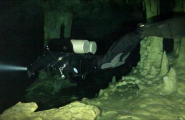 Ted Huikeshoven - Fenomeno cave