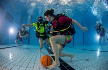 Doe mee met het NK Onderwatervoetbal