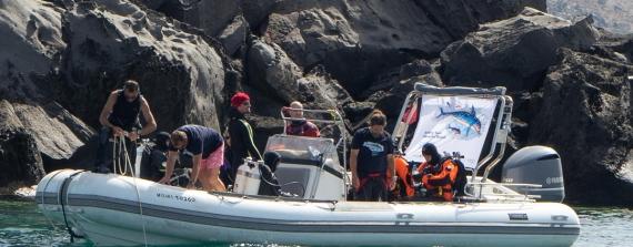 Healthy Seas and Ghost Fishing ruimen groot net bij Santorini op