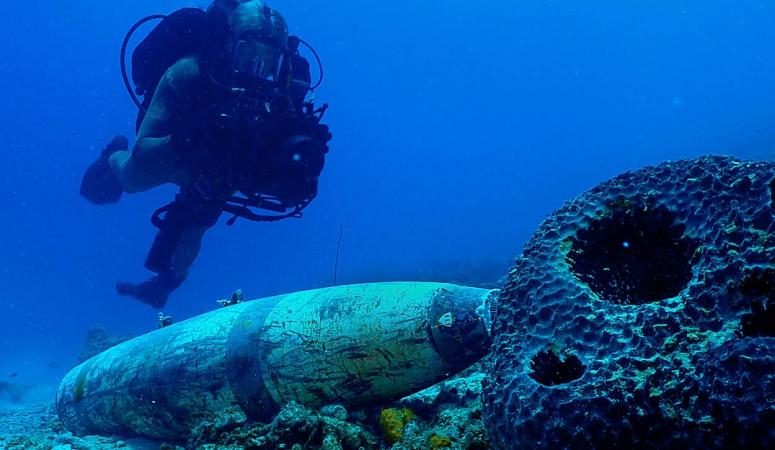 Marineduikers doen diepduiktraining op Curaçao